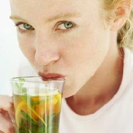 经期、孕期、哺乳期忌喝茶